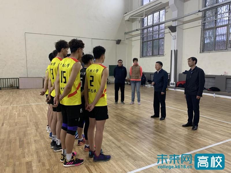 出征在即 中北大学党委书记慰问学校男子排球队