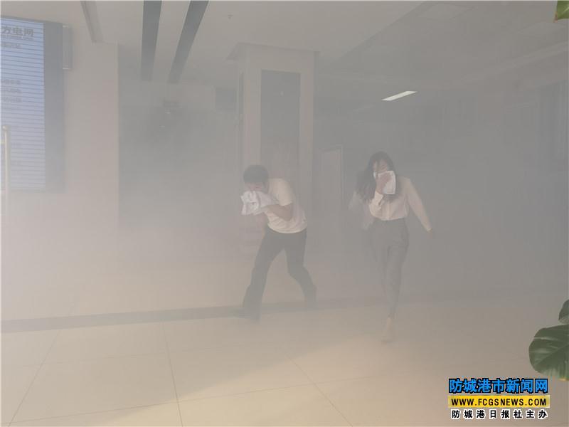 防城港供电局与港口区消防救援大队联合开展消防演练
