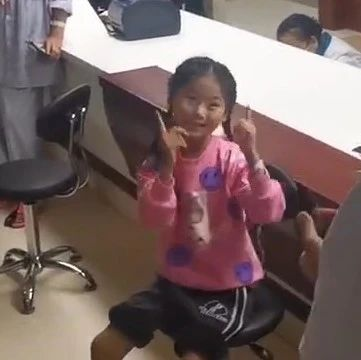 """泰安7岁跳舞女孩出院啦!她跳了一支""""手指舞""""感谢医生"""
