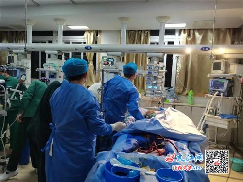 省胸科医院ICU与一附院ECMO团队共同完成该院首例ECMO治疗