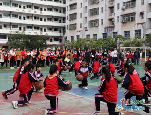 上高县实验小学邀请家长委员会参与校园文化活动(图)