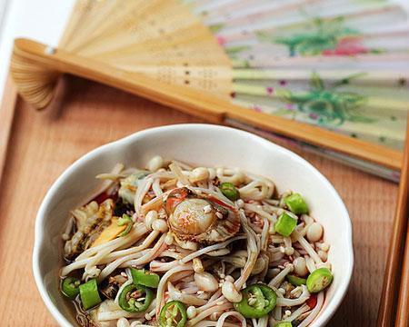 家常美食:老干妈蒸茄子,羊肉萝卜汤,金针菇拌扇贝