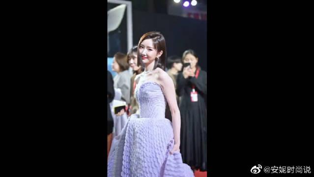 毛晓彤身穿蓬蓬裙亮相,可爱又迷人