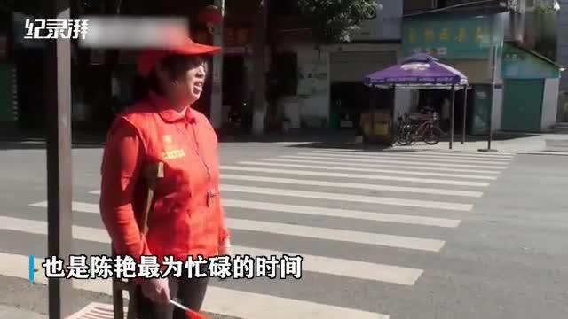 """拄着拐杖做交通劝导,湖南宁远有位独腿""""马路天使"""""""