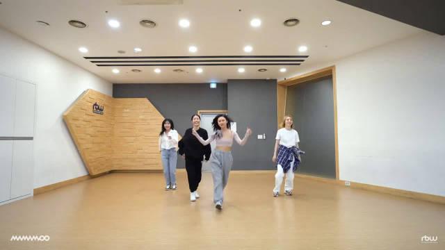 MAMAMOO《Dingga》私服练习室舞蹈公开