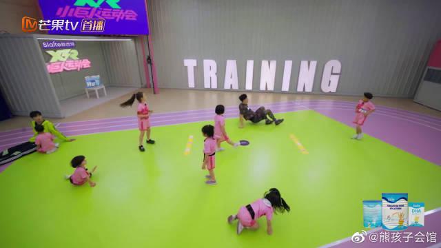 刘翔努力学啦啦操的样子好心酸! 像极了做运动时候的我!