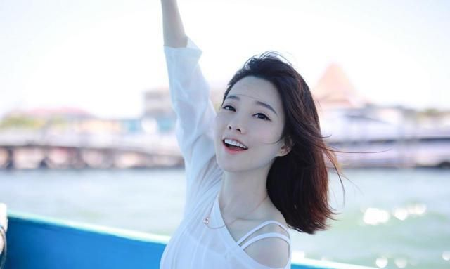 冯提莫太吃香,三大音乐综艺抢着要,网友:因为她是实力派歌手!