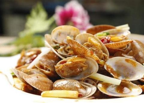 炒花蛤不好吃是因为少了一个步骤,多加一步,花蛤又鲜又嫩