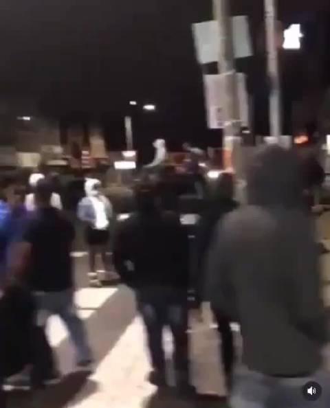 费城的BLM运动参与者暴徒威胁、攻击、驱赶犹太居民……