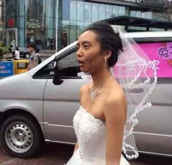 情侣一起拍婚纱照,女子化成老太太测试男友,结果男子扭头就走了