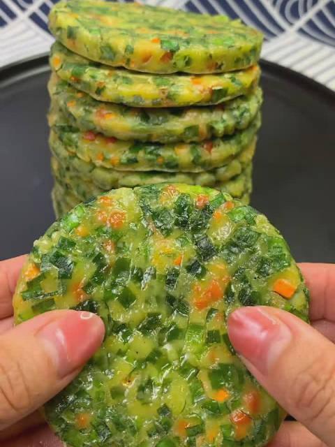 一款好吃的韭菜小饼教程……