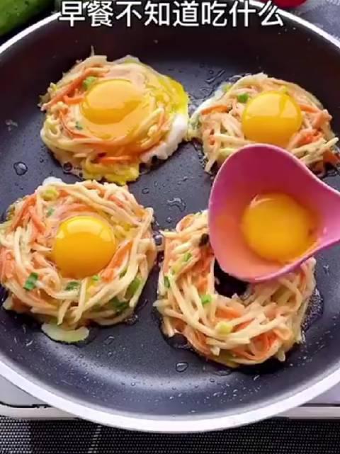 营养早餐太阳蛋土豆饼,简单好吃有营养,全家都爱吃!
