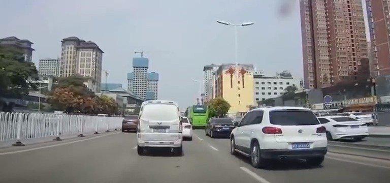 这全国的出租车都是这么横吗?……