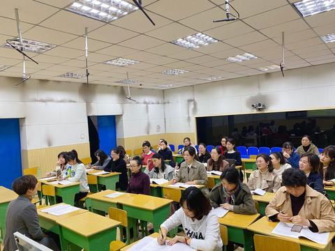 新秀展风采,共谋新成长——通川二小新进教师课堂实战打磨