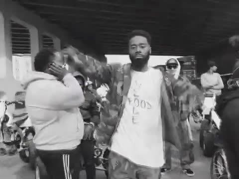 北卡罗来纳州的实力Rapper Deniro Farrar带来了他的新歌《Wu Tang》
