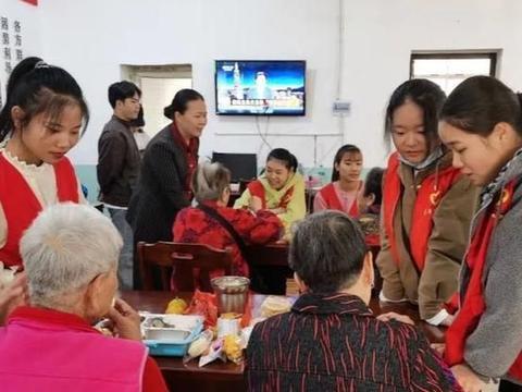 重阳走进社区——江西工程学院工商管理学院传递爱心