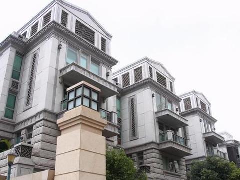 晒晒李小鹏一家人住的豪宅,面积很大但装修一般,不觉得太浪费吗