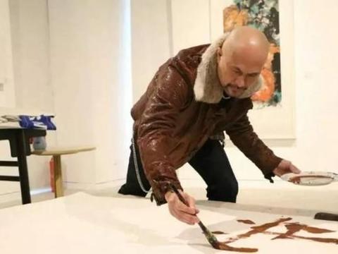 演员徐锦江,其实也是一位正儿八经的画家,绘画作品让人啧啧称奇