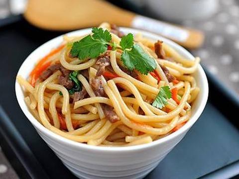 美食:鸭血粉丝汤,炒米线,香卤鸡爪,紫菜糯米炒饭的做法