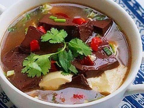 家常美食:香蒸南瓜鸡块盅,猪血炖豆腐,糖醋胡萝卜丝