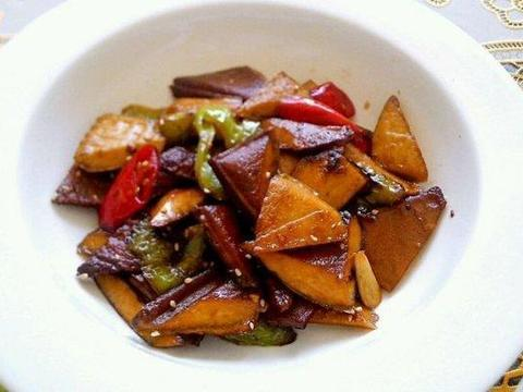 家常美食:东北酱骨头,蒜茸炒香干,红枣白萝卜排骨汤