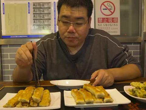 北京特色小吃4块一根,长长一条塞满肉,外壳酥脆馅料足!真馋人