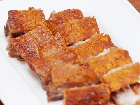 脆皮五花肉想吃不用买,自己在家做,表皮酥脆,越嚼越香,特简单
