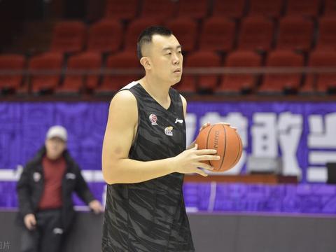 杨鸣喜迎最强第6人,14分钟狂砍11+2,韩德君该感谢他!