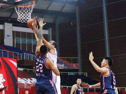 场均36次犯规排榜首,广东宏远仍拿下4连胜,只因另有四个第一