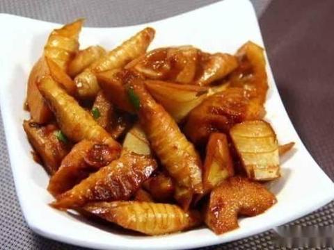 美食精选:油焖笋、花蛤清汤、春笋烧排骨、香肠土豆片