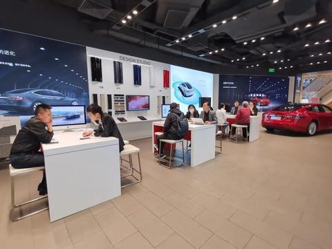 跑遍上海十家车企 送沪牌的新能源车真火了!特斯拉销量暴涨四五倍