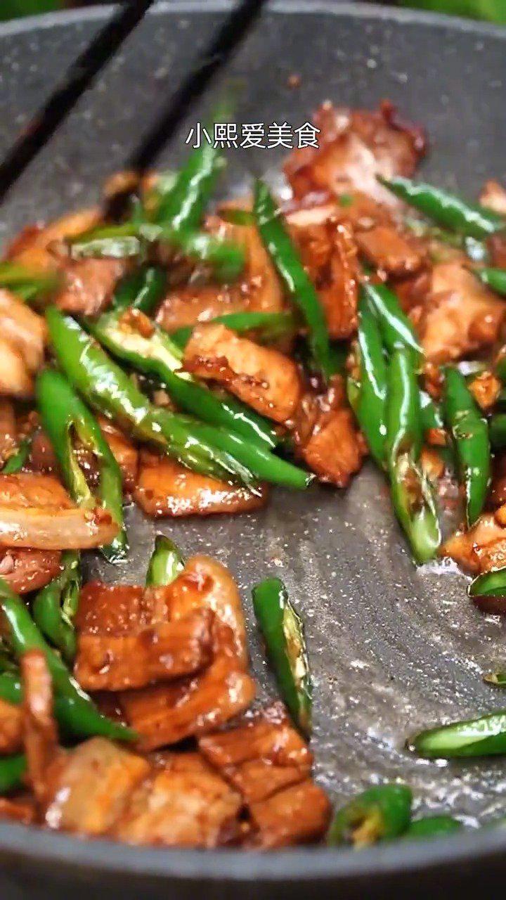 尖椒炒肉,到底先炒尖椒,还是先炒肉呢?怎么做才更好吃呢?