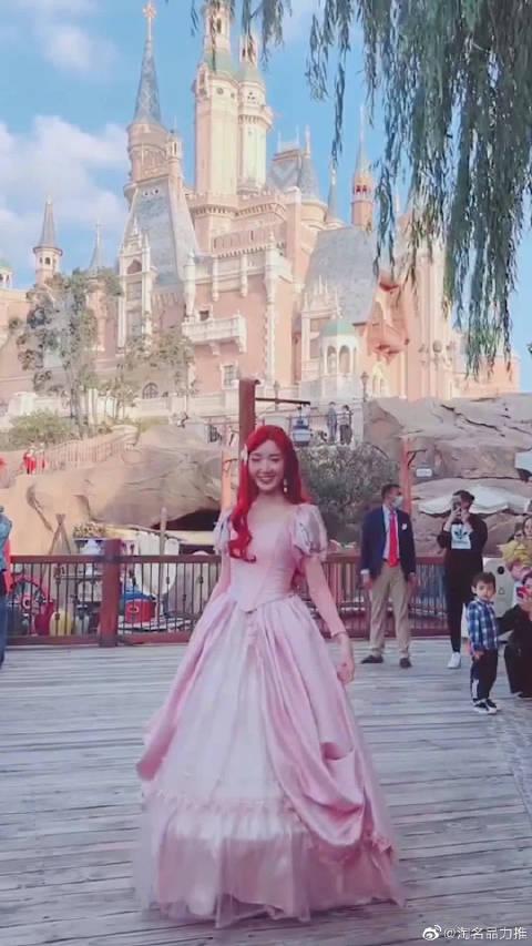 毛晓彤COS迪士尼在逃公主 太惊艳了吧,美的简直逆天~