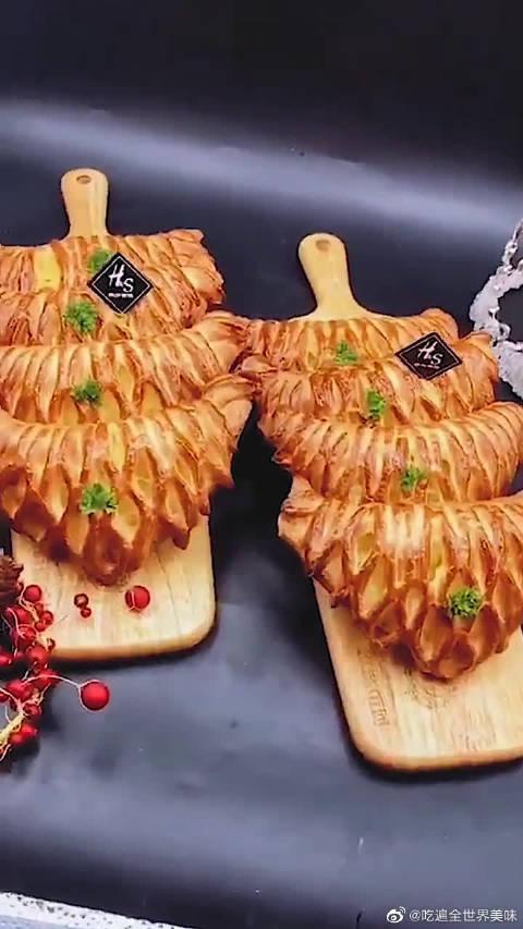 一个菠萝包偏偏要做成榴莲的样子……
