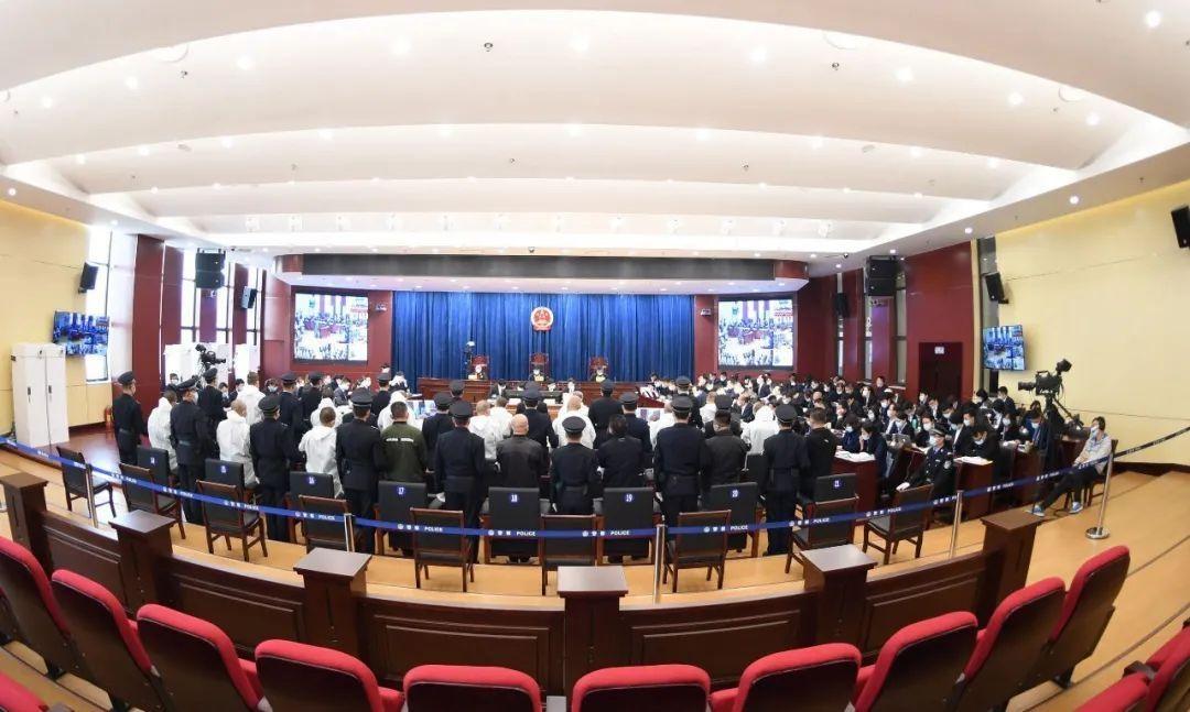 临汾市检察院检察长出庭支持公诉一起全国扫黑办挂牌督办的陈某等54人涉黑案件