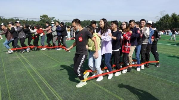 我州首届单身职工联谊活动在云屯公园举行