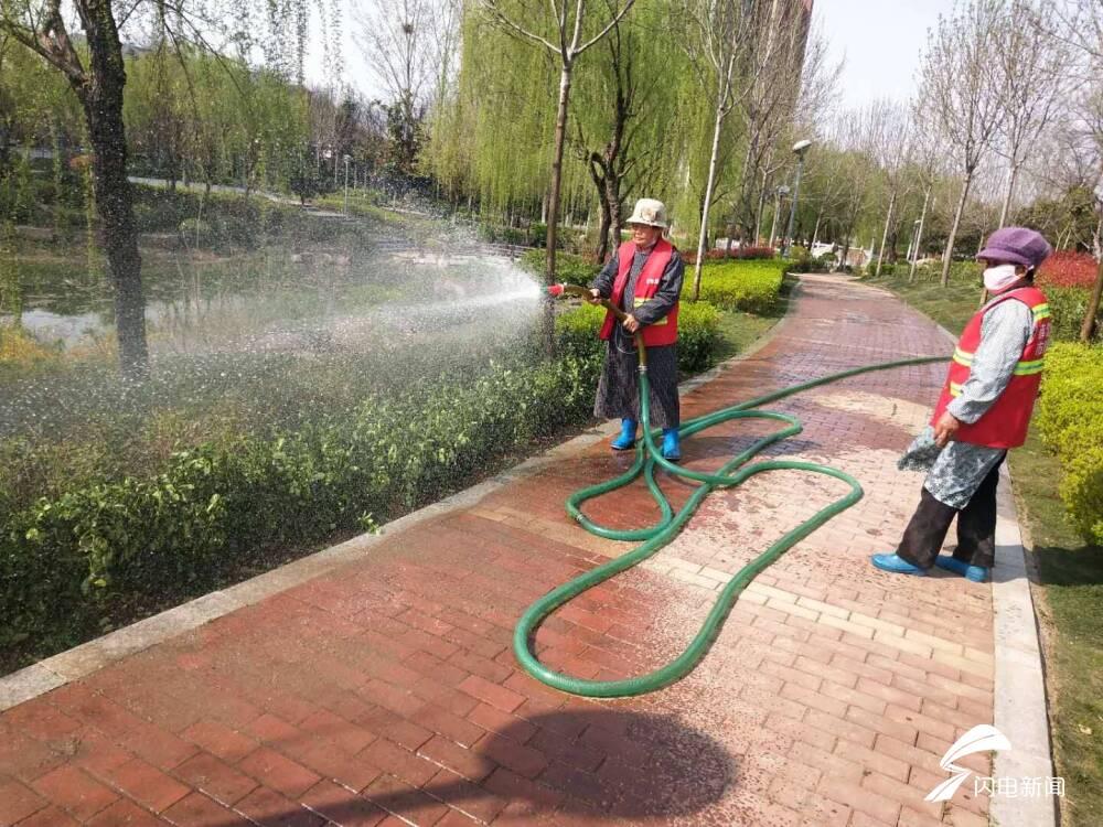 """枣庄薛城:""""防、修、清、浇"""" 做好苗木管护工作"""