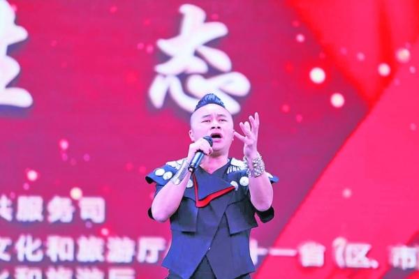 贵州苗族歌手潘兴周夺魁