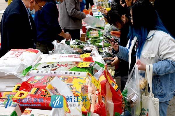 """消费扶贫产品在南工大成了""""香饽饽""""图片"""