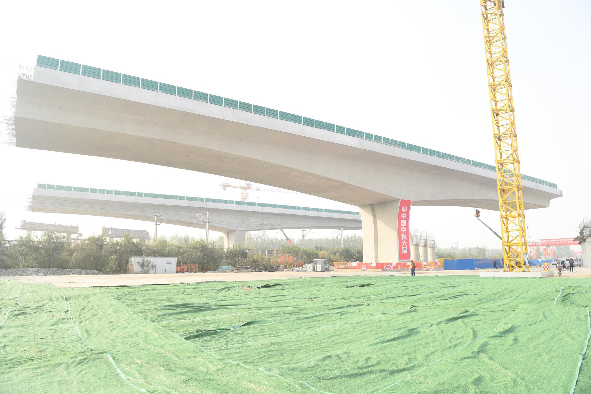 位于雄安新区的上跨京九铁路双幅转体桥成功转体