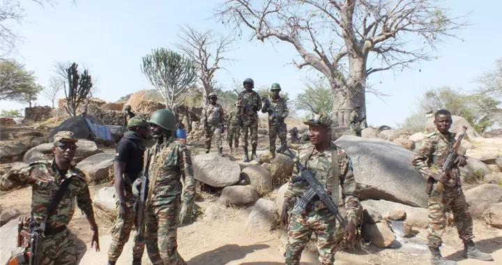 暴徒冲入学校疯狂扫射,7名孩童不幸身亡,喀麦隆总理:灭绝人性