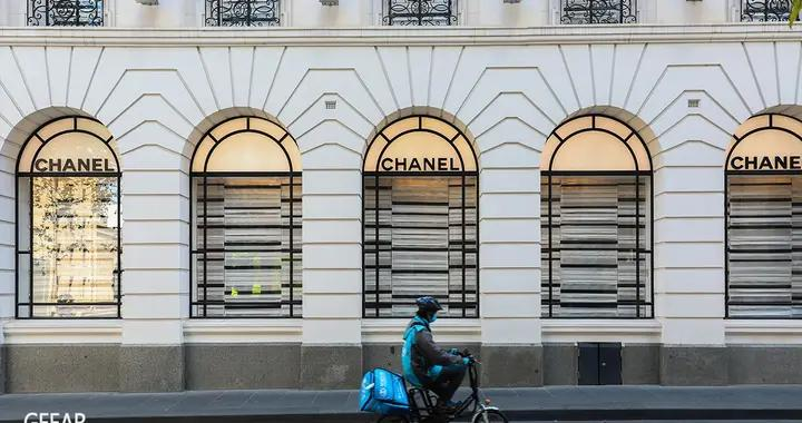 Chanel宣布拓展这项商品的在线销售,未来是否有机会网购包包?