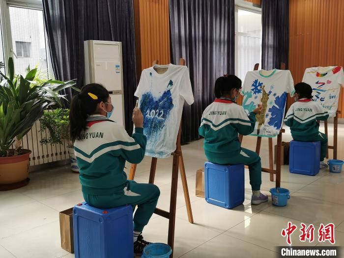"""百城千校""""画冬奥、滑冰雪、话健康""""活动启幕"""