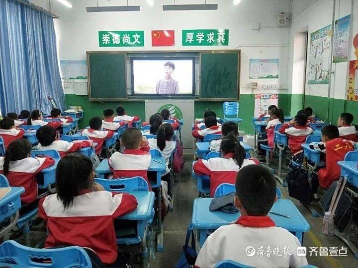 """东营区三中少先队开展""""纪念抗美援朝70周年""""主题队日活动"""