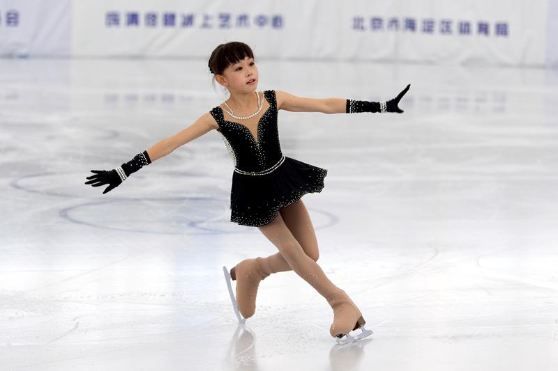 北京海淀举办第三届中小学短道速滑和花样滑冰比赛