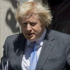 英国首相约翰逊遭起诉