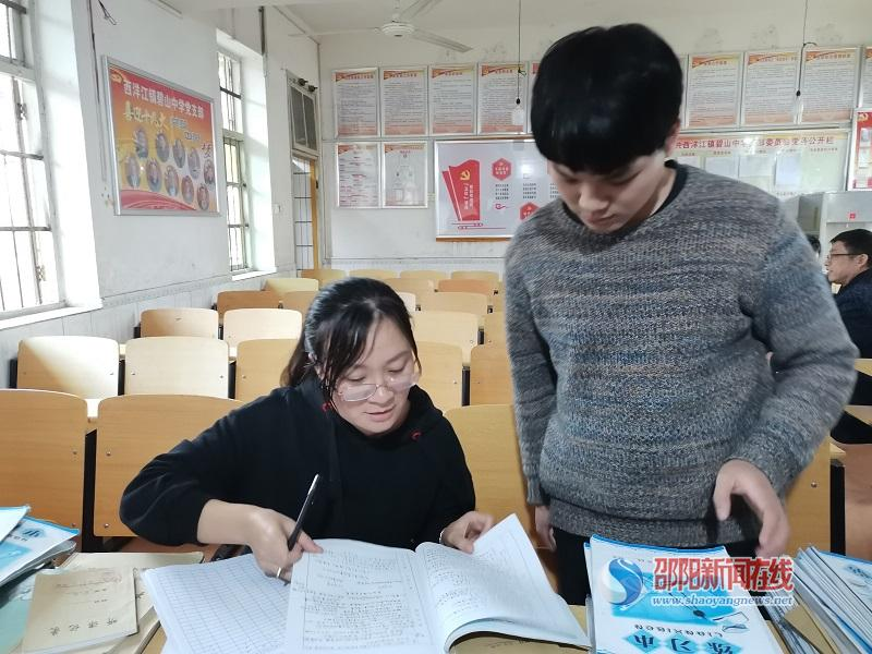 隆回县西洋江镇碧山中学组织开展第二次教学常规检查