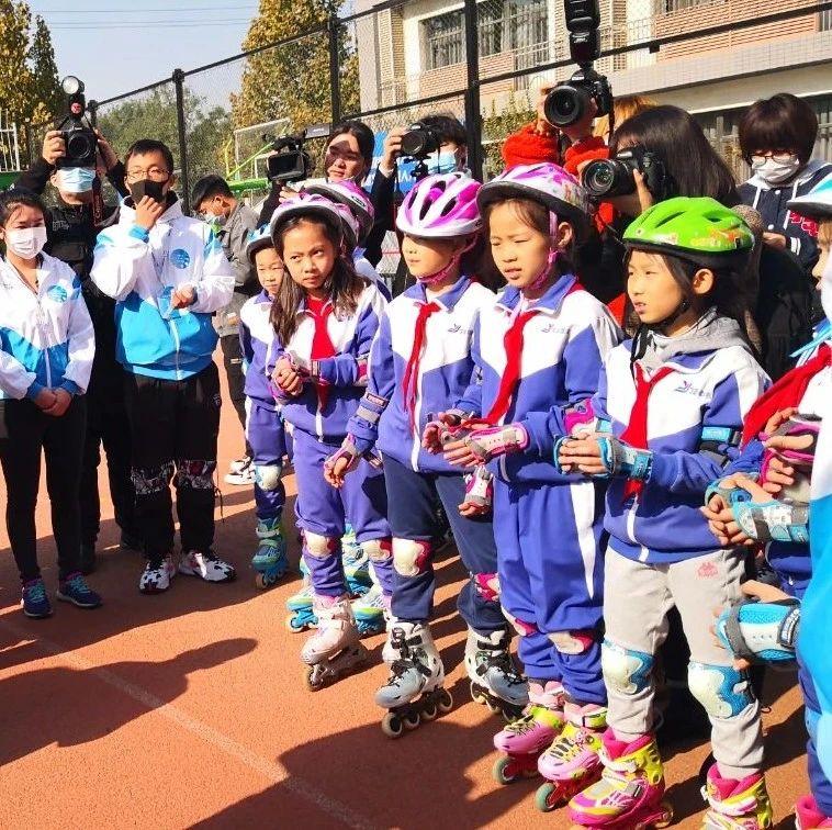 """百城千校""""画冬奥、滑冰雪、话健康""""活动启动"""