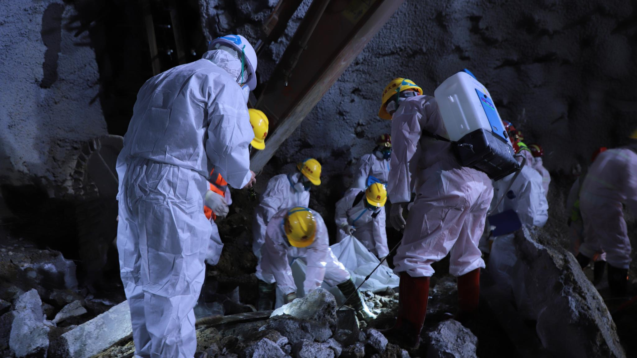 广西百色在建隧道坍塌50天后,现场发现1名被困人员遗体图片