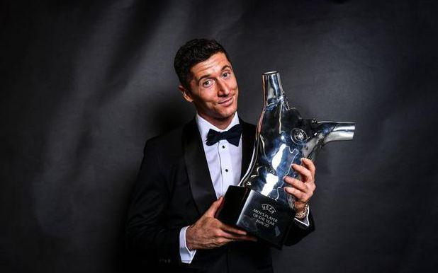 莱万独揽欧足联年度最佳球员、欧冠最佳前锋两项大奖图片